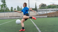 Alexia Putellas kicking ball